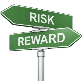 3d rendering of signs with REWARD and RISK pointing in opposite directions